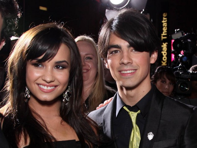 "who the jonas brothers are dating It's like the happy ending to a disney movie: a smitten-sounding demi lovato revealed friday that she is indeed dating joe jonas during an interview with access hollywood's billy bush on his radio program, the billy bush show, the host asked lovato if she'd ever dated any of the jonas brothers, ""umm, maybe,"" she said coyly."